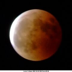 Księżyc podczas zaćmienia nocą z 3 na 4 marca 2007