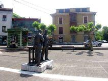 Plaza Mayor (ángulo lateral)-Trubia