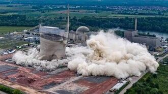 Kühltürme des Atomkraftwerks Philippsburg bei Karlsruhe gesprengt