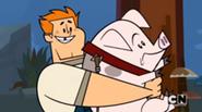 TDPI Rodney tiene in braccio il maiale.