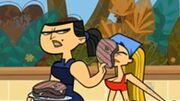 Eva colpisce Lindsay con bistecca