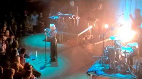 Aurora - Little Boy in the Grass - Live @TivoliVredenburg Utrecht