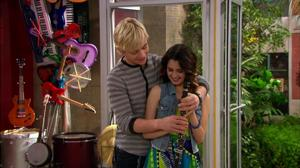 File:Ausllynew pic !!!!!!!!!.png