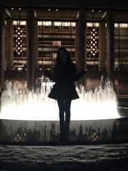 185px-Laura pose with a fountain