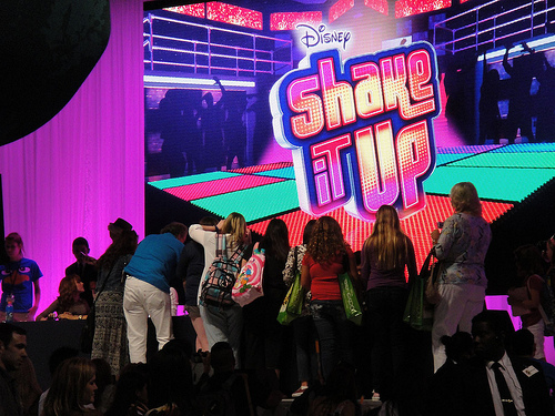 File:D23 Expo 2011 - Shake It Up cast signing.jpg