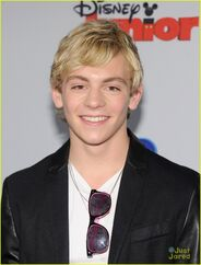 Ross Lynch Disney Channel Upfront (3)