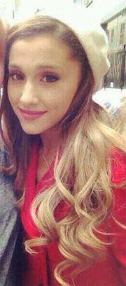 Ariana-Grande-realBlonde-Hair-1-