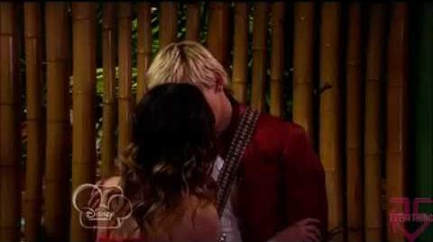 Austin And Ally Kisses! (Kissing Scene)
