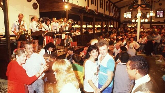 File:Expo 88 Munich Festhaus.jpg