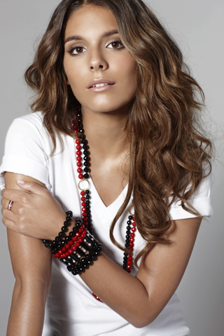 File:Caitlin Stasey 2.png