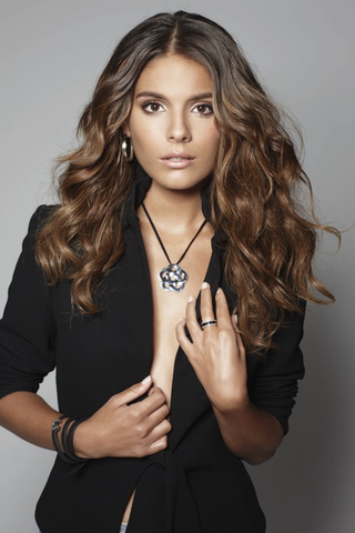 File:Caitlin Stasey 1.png
