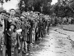 297632-queues-at-1955-grand-final