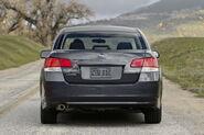 2010-Subaru-Legacy-18