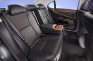 2010-Lexus-LS460-Sport-13