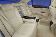 2010-Lexus-LS460-28