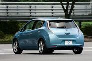 Nissan-leaf hi 011