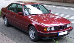 800px-BMW Series 5 Old Model red vr