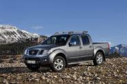 2011-Nissan-Pathfinder-Navara-14