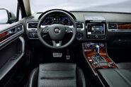 2011-Volkswagen-Touareg-14452
