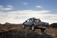 2011-Nissan-Pathfinder-Navara-17