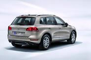 2011-Volkswagen-Touareg-14458