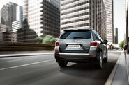 2011-Toyota-Highlander-Carscoop-8