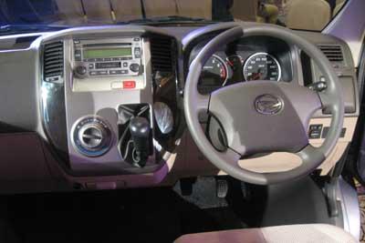 08 03 Daihatsu Luxio 04