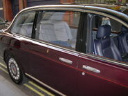 2002 Bentley State Limousine compartment