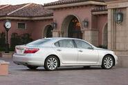 2010-Lexus-LS460-4