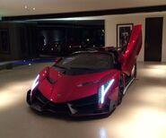 Lamborghini-veneno-roadster-mocks-la-motor-show-displayed-in-beverly-hills 2