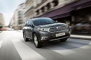 2011-Toyota-Highlander-Carscoop-3
