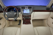 2010-Lexus-LS460-17