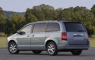 Chrysler-TownandCountry-EV-3