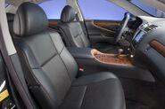 2010-Lexus-LS460-Sport-11