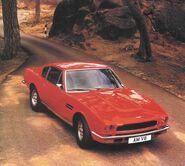 Aston martin v8 red 1979