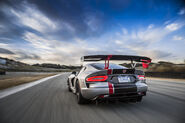 2016-Dodge-Viper-ACR-rear-end-in-motion-04