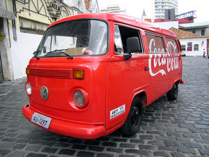 800px-Coca-Cola car Volkswagen Type-2 1 Curitiba