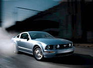 Ford-Mustang GT 2005 1600x1200 wallpaper 01
