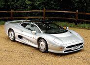 Jaguar-xj220-concept-car-10-1024x742