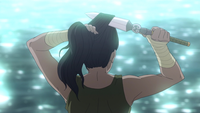 Korra coupant ses cheveux