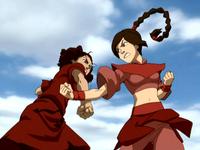Suki et Ty Lee combat