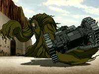 Le monstre des marais saisit un tank
