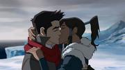 Korra y Mako besándose