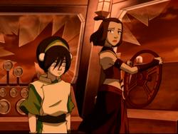 Suki en Toph op een luchtschip