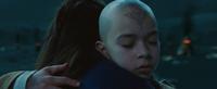 Aang en Kantara omhelsen elkaar