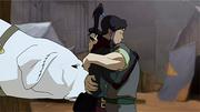 Bolin abrazando a Korra