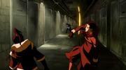 Korra y Mako luchando contra Unalaq