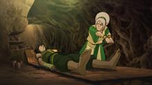 Toph intenta retirar el mercurio del cuerpo de Korra