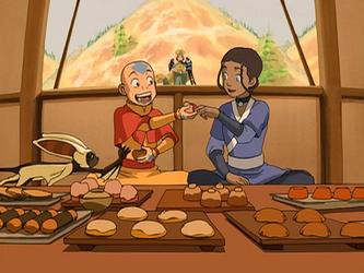 File:Aang and Katara eat.png