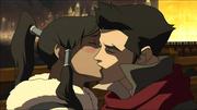 Mako y Korra se besan